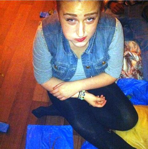 british girl chewing khat