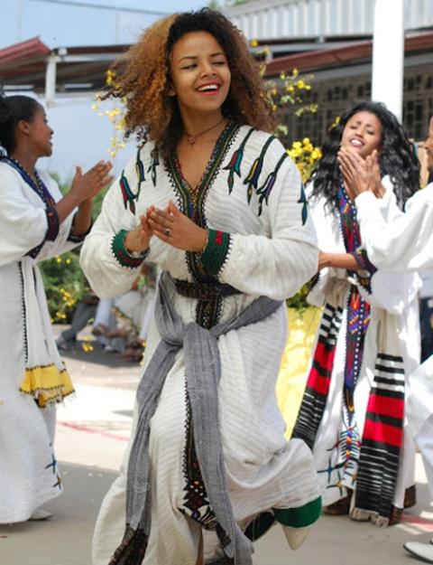 ethiopian people amhara women dancing