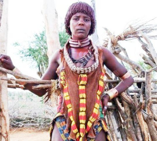 ethiopian people hamer woman standing